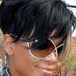 Rihanna in Tom Ford TF-0129 Narcissa Sunglasses