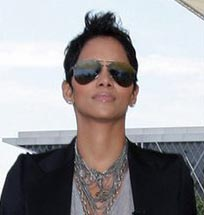 Halle Berry in Badgley Mischka Perry Sunglasses with New Triple Gradient Lenses